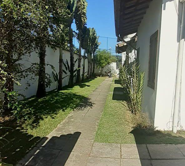 JÁ ALUGADO!! Casa para locação mensal e charmoso condomínio com apenas 6 unidades localizado no centro de Paraty.